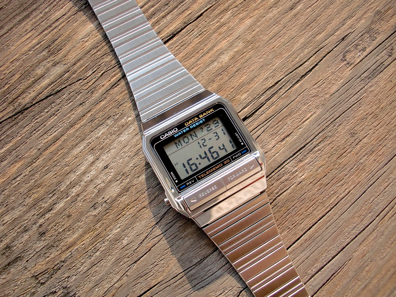 the-electronic-watch-1711282_1280
